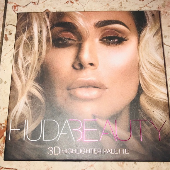 HUDA BEAUTY Other - HUDA BEAUTY Pink Sand Edition Highlighter Palette